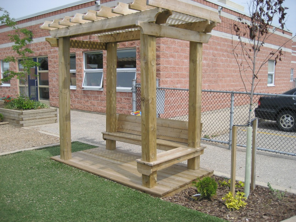 4x8 Trellis with 2-sided Bench