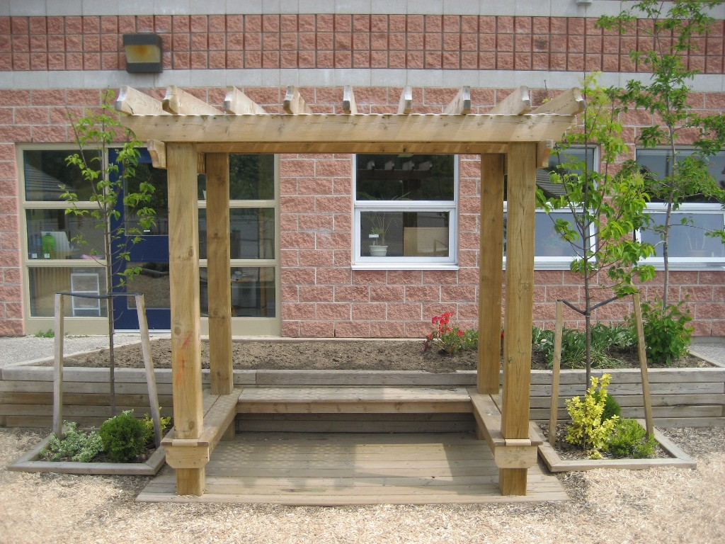 4x8 Trellis with 3-sided Bench