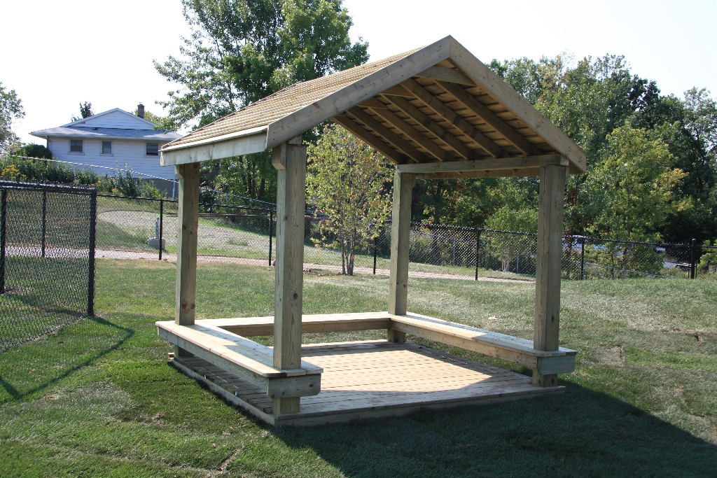 8x8 Playhouse with 3-sided bench